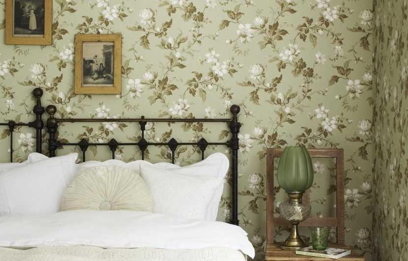Обои в спальню — 170 фото красивых идей применения обоев на стенах и потолке спальной комнаты