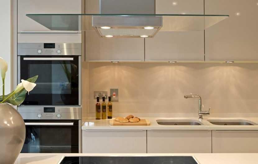 Стеклянный фартук для кухни: обзор лучших вариантов, идеи применения, описание и советы как выбрать фартук